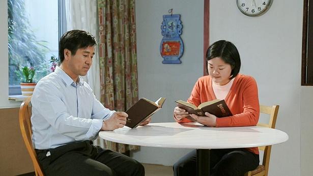 夫妻俩一起读书
