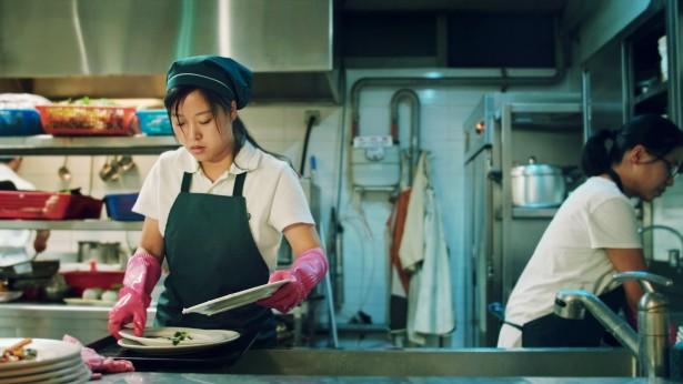 姊妹在洗碗