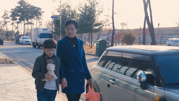 教育子女有路途了,妈妈带着儿子