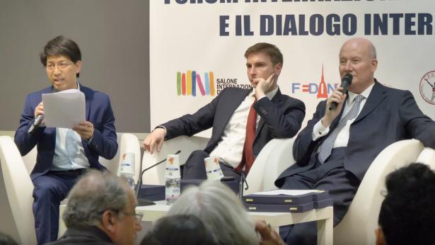 全能神教会基督徒代表(左一)在会议上发言