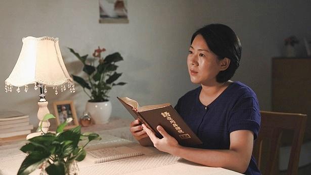 基督徒正在翻阅神话书籍