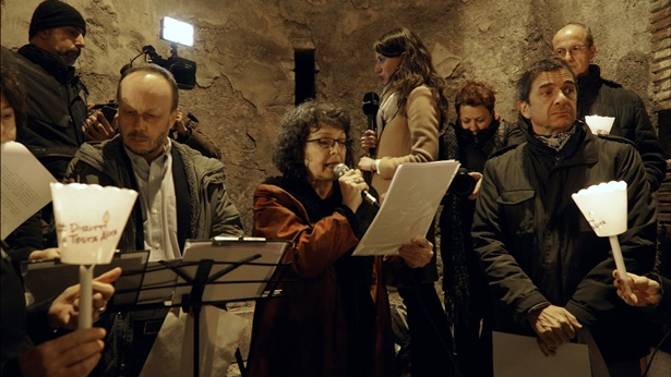 图1.罗马活动现场主办方正在宣读《世界人权宣言》