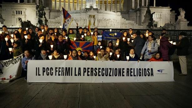 图4.全能神教会基督徒在罗马活动现场