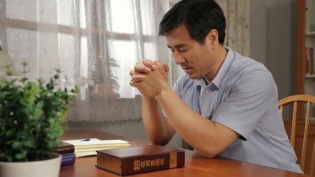 一个弟兄在祷告