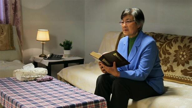 一个姊妹在读神话语