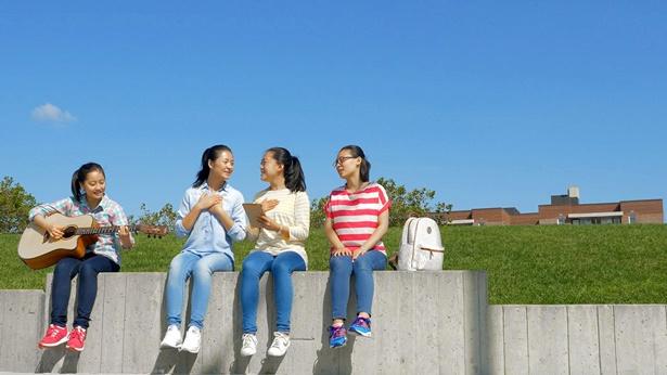 我的青春不再迷茫,四个女孩正唱歌
