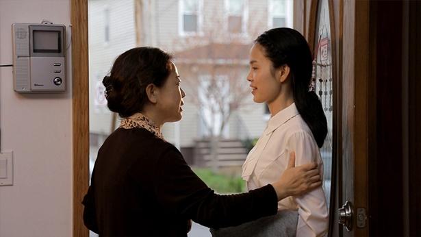 姊妹和女儿在说话