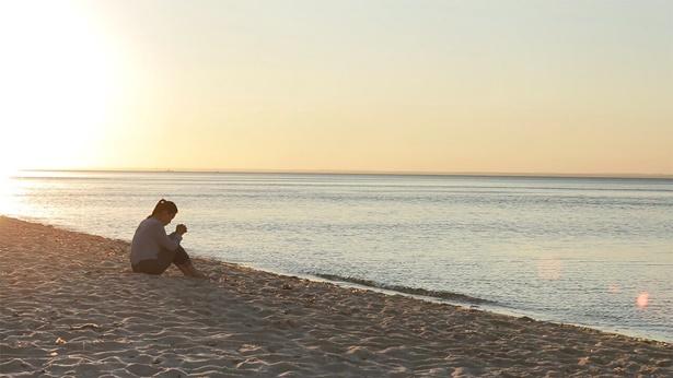 坐在海边祷告