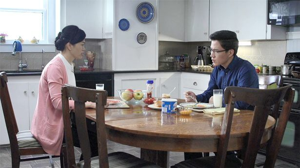 夫妻倆人在飯桌上吵架