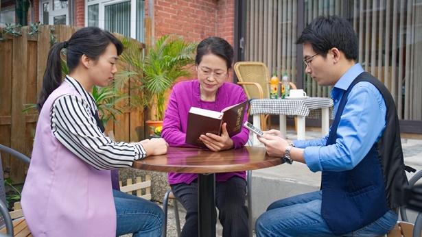 两位姊妹和一位弟兄读神话