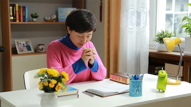 姊妹在祷告